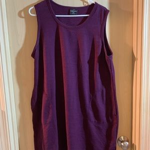 Burgundy sleeveless sheath dress